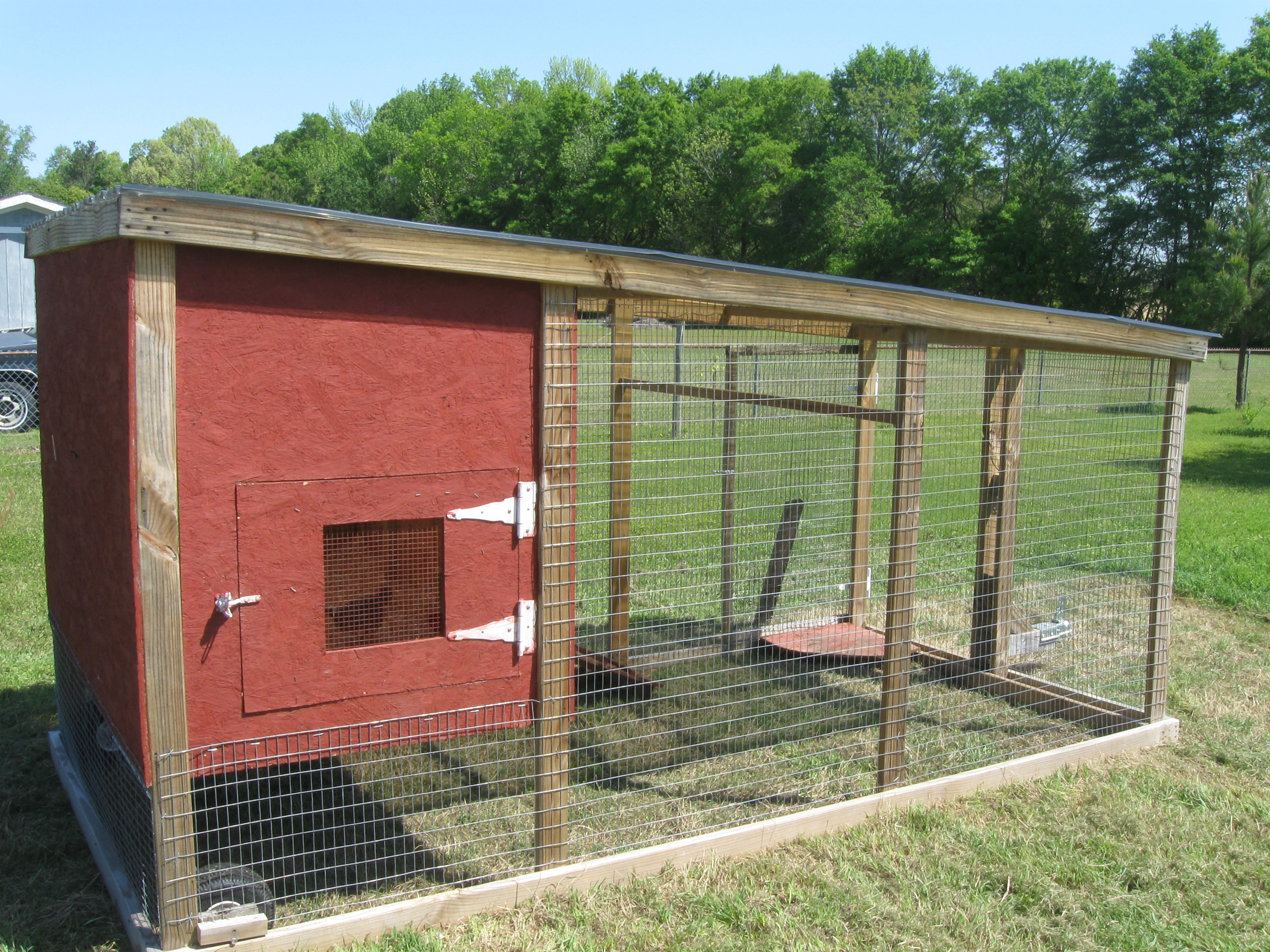 How a chicken tractor can help build rich soil for your for Big chicken tractor