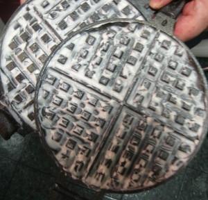 seasoning cast iron coating